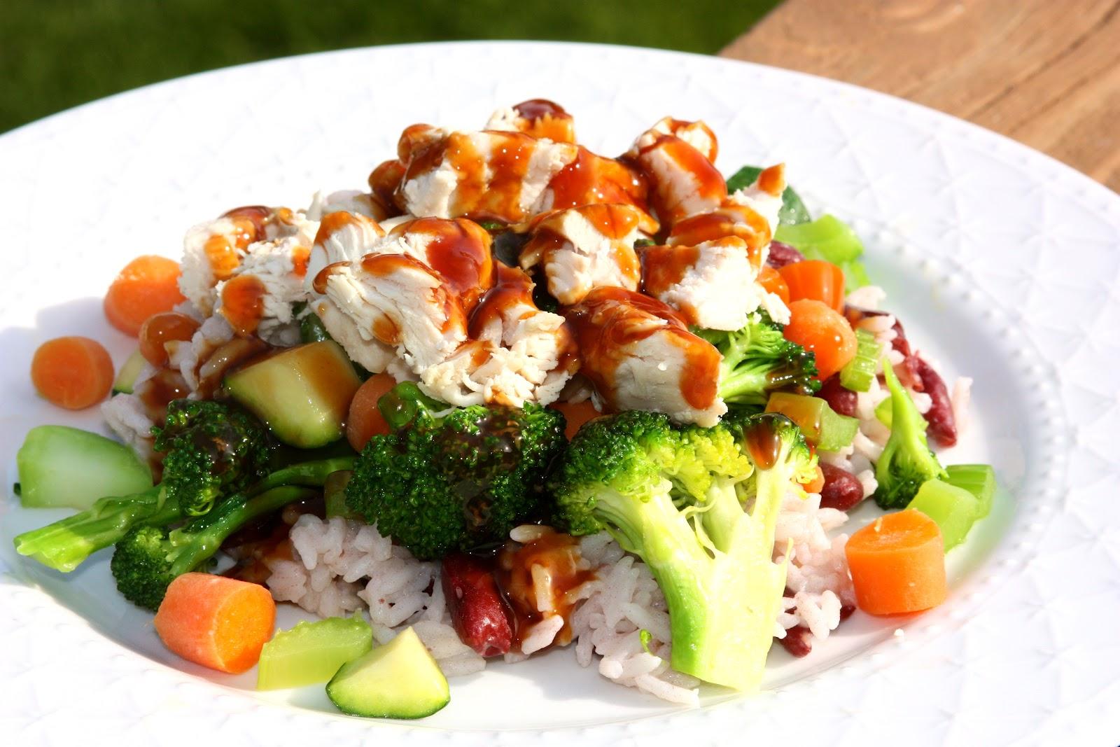 салат с брокколи, курицей и морковью