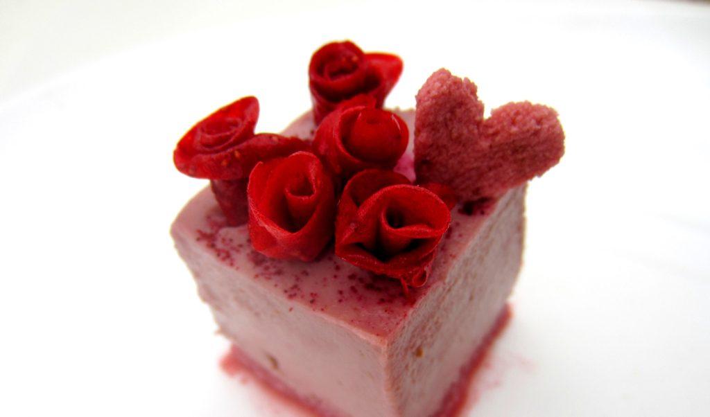 пирожное с клубничным кремом