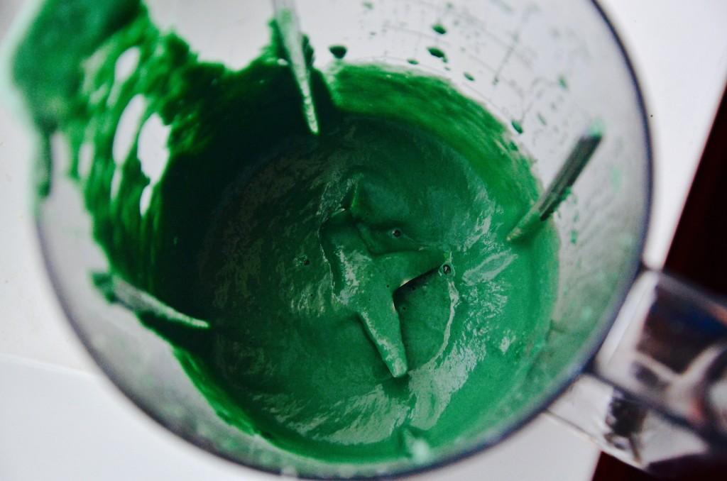 мороженое со спирулиной: взбитая в блендере масса